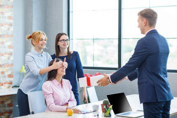 corporate gifting How to retain your clients with Corporate gifts- Best corporate gifting ideas for personalized gifting iYvsb4tep9