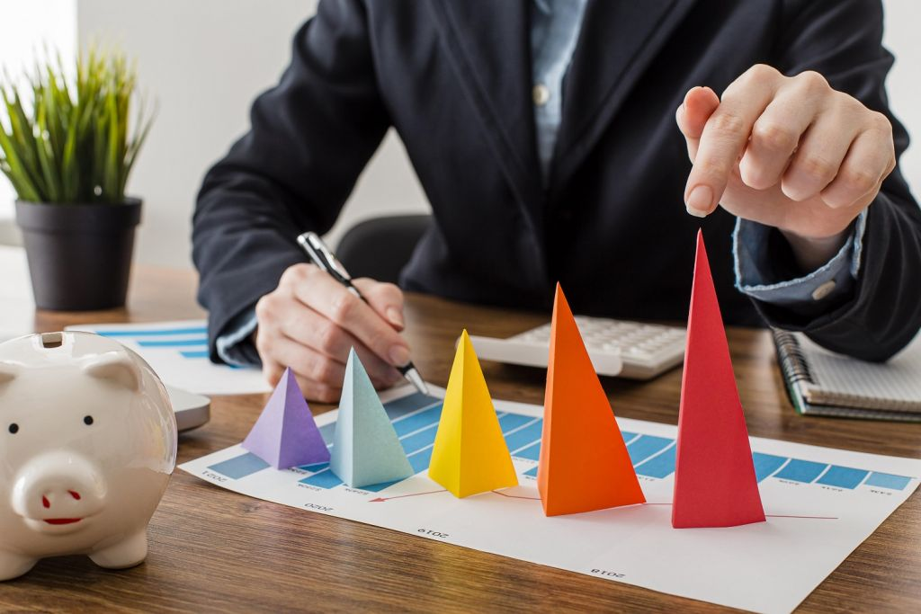 Retail Margin-RIS profit margin Learn the ways to Increase the retail profit margin In the Next 5 minutes front view businessman with colorful cones representing growth 1024x683